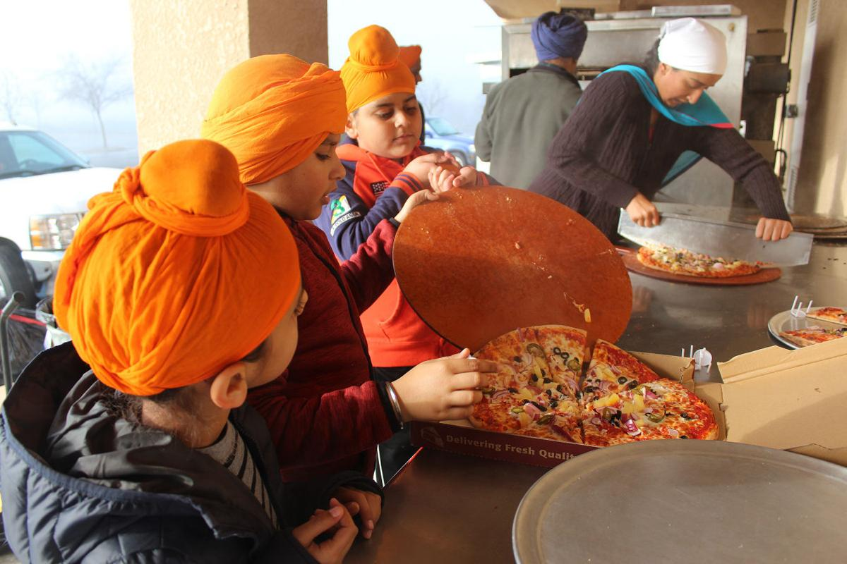 Sikhs: Making pizza