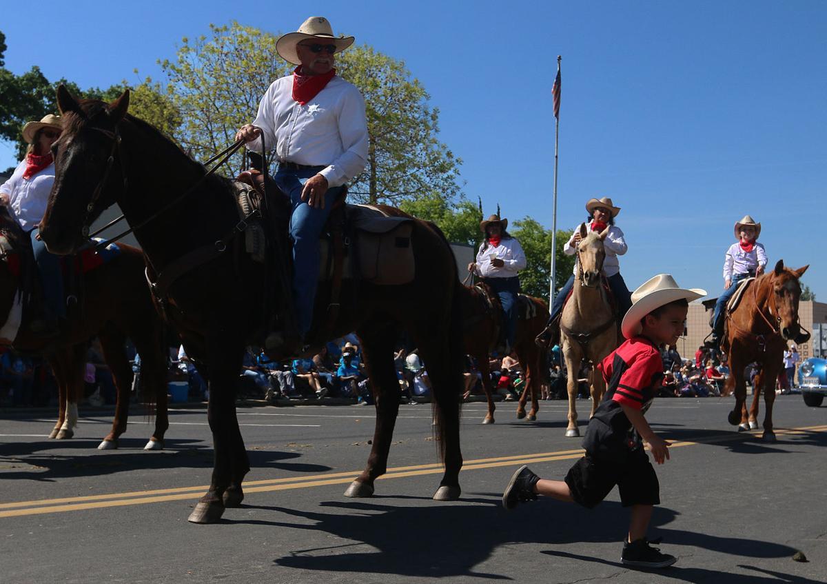 Laton Rodeo Parade Local Hanfordsentinel Com