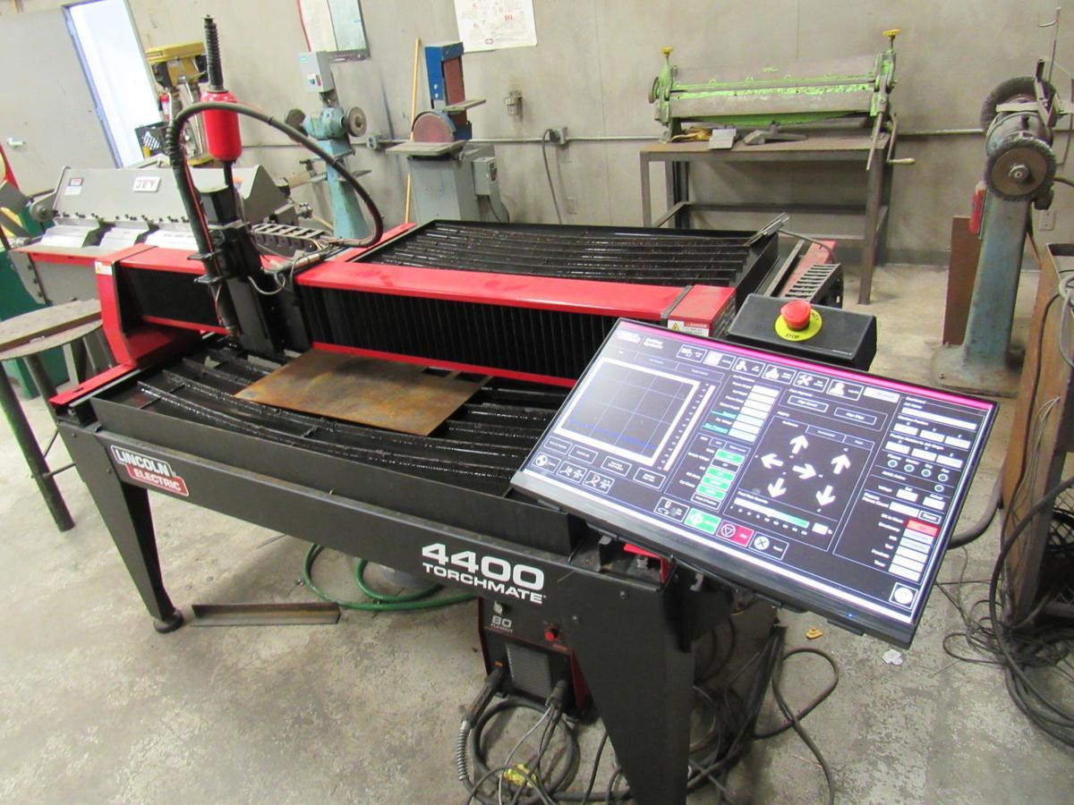 Hanford West High School gets CNC Mill, plasma cutter