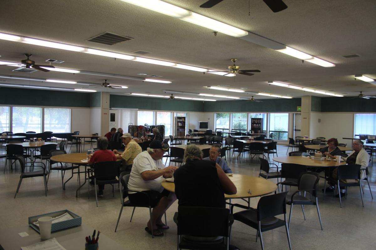 12 seniors eating lunch