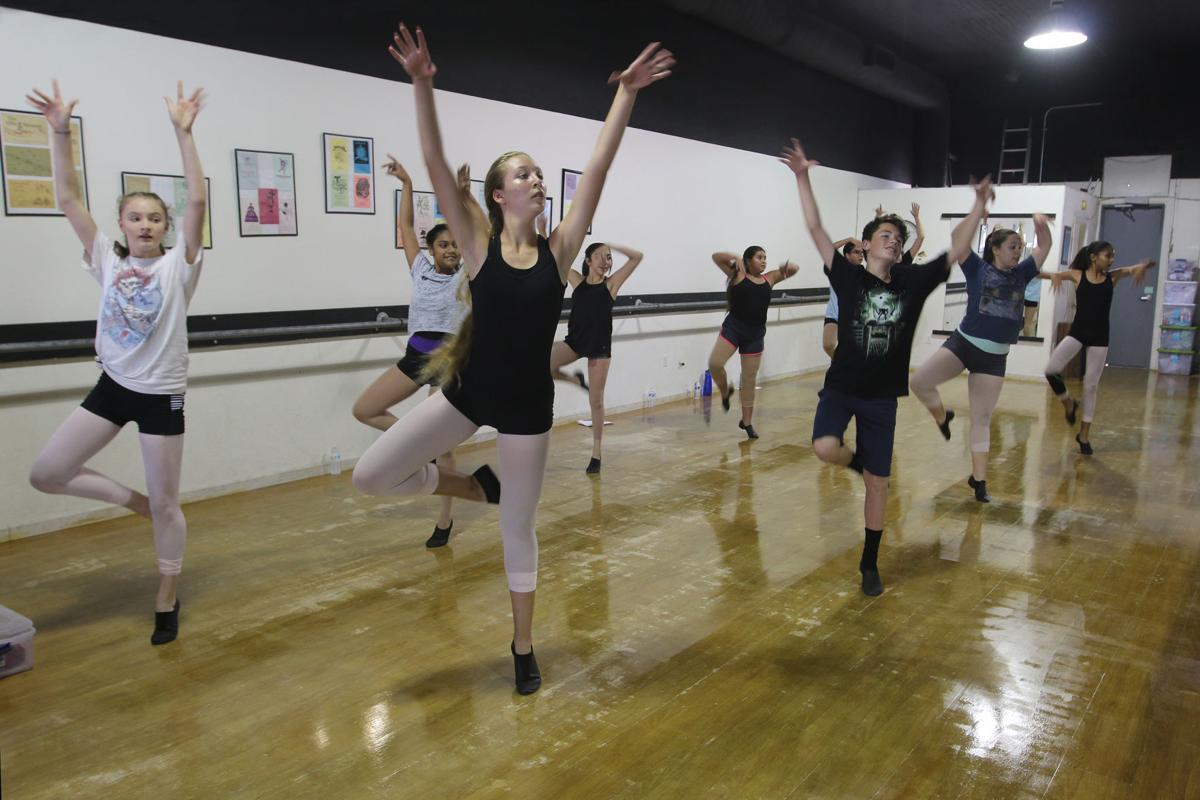 Dancers: 1