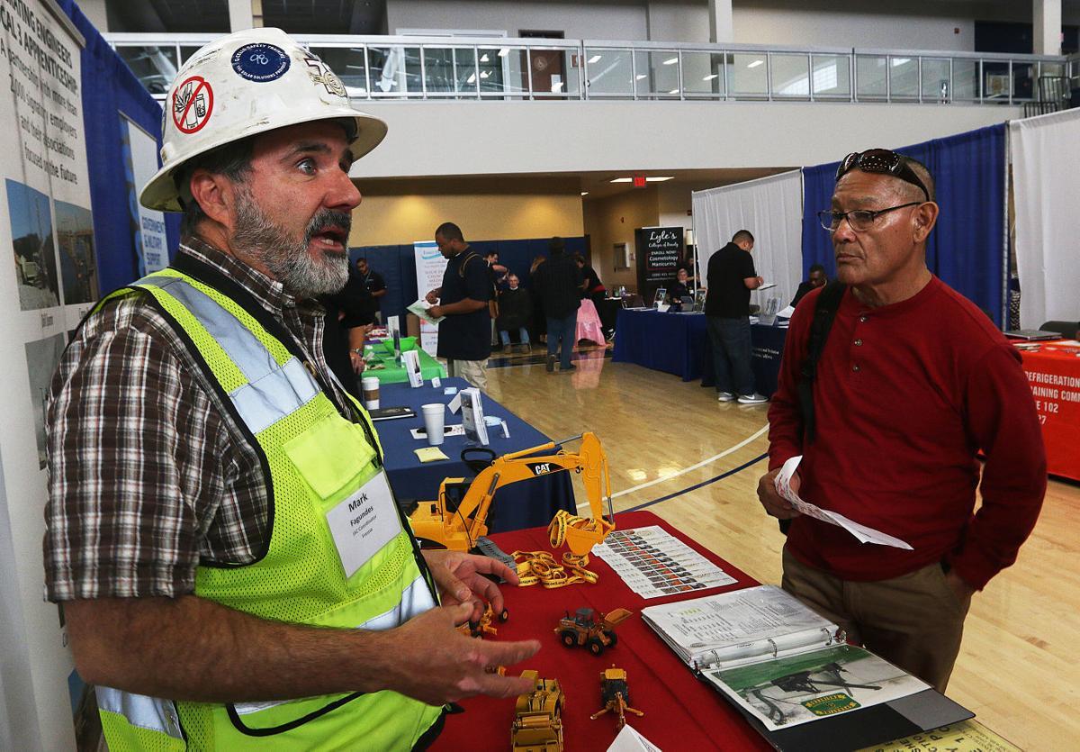 Honor a Hero, Hire a Vet' job fair attracts hundreds | Local