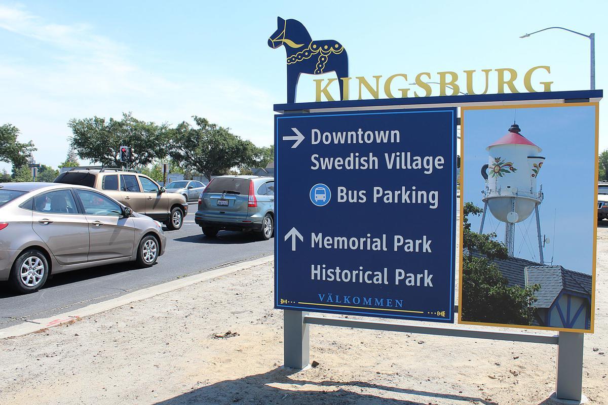 Kingsburg: New signage