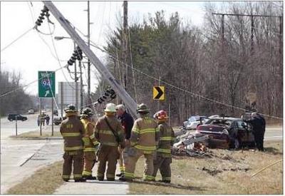 Alabama man dies, daughter injured, as car topples utility pole in