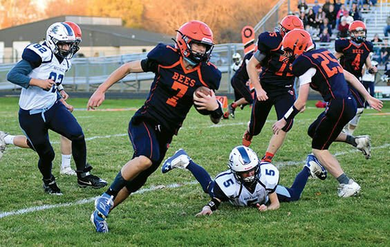 11 12 WEB Sports Bee Football 1 Haskins runs.jpg