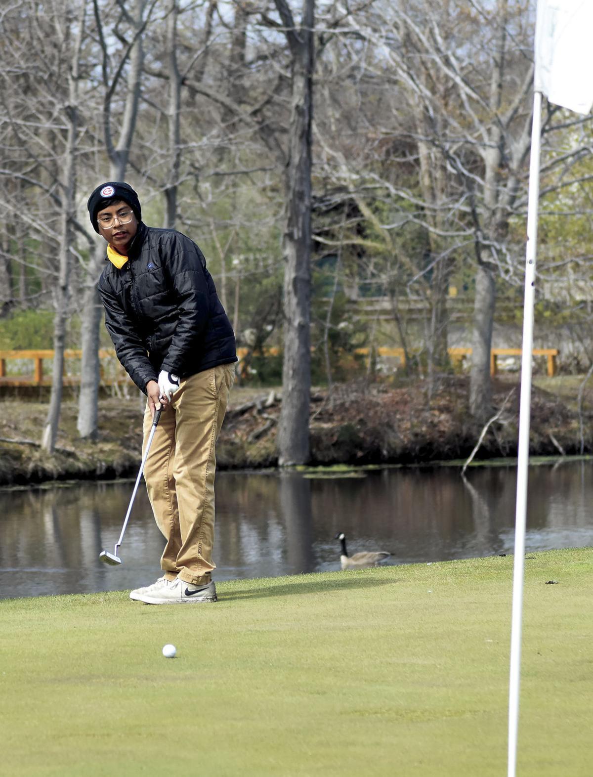 4 29 Sports Golf 1 NB Messinger.jpg