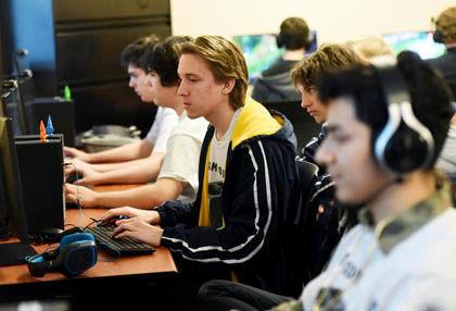 1 10 HS Gaming HP 3.jpg