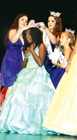 Little Miss Javen Graves, Miss Teen Reagan Smith reign in Bridgman