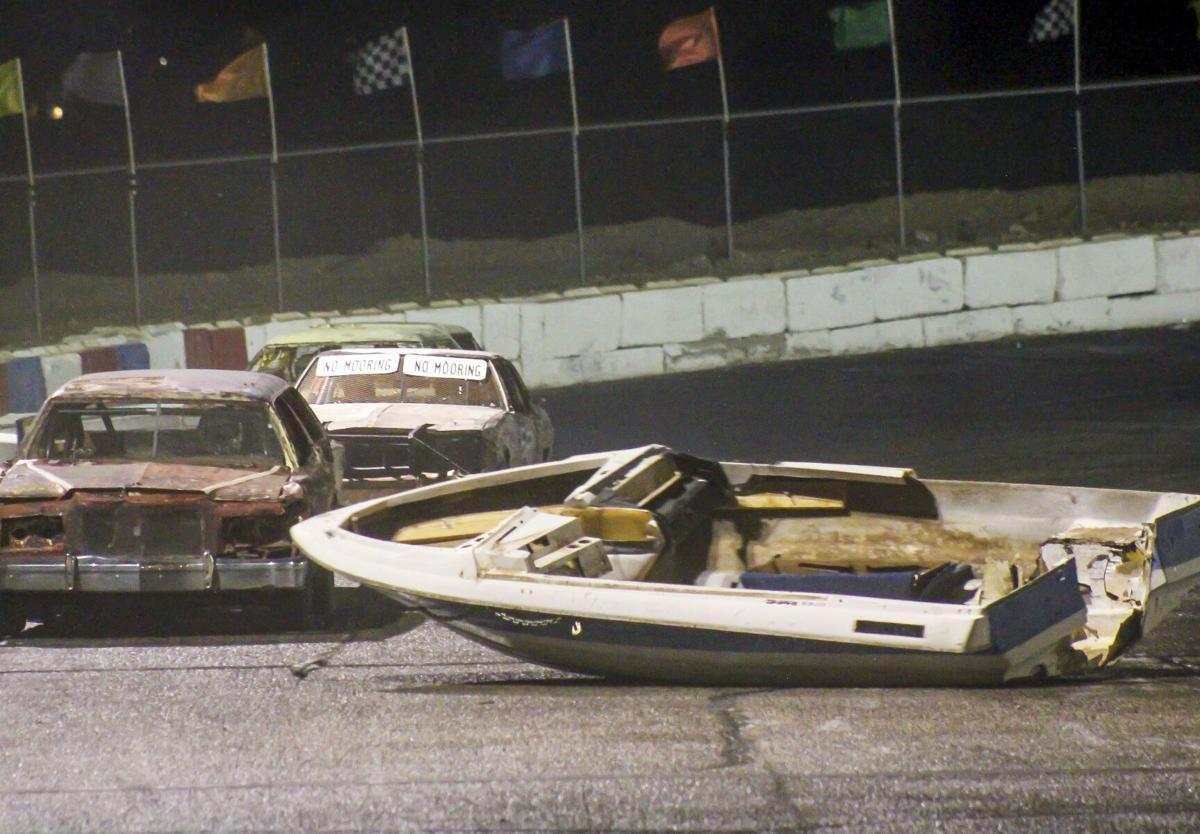 Waterless boat race