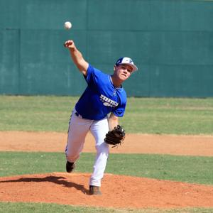 Juniors rally for seventh inning win over D'Hanis