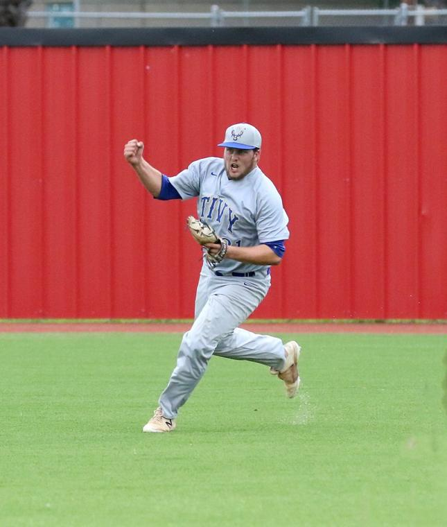 'Clutch' plays, hits lead Antlers to Game 2 win over Heights