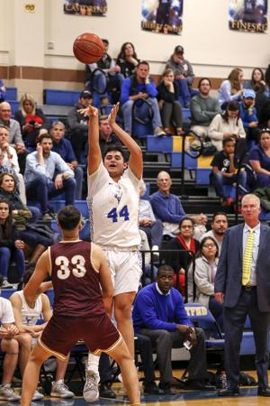 Antlers succumb to Harlandale's three-pointers