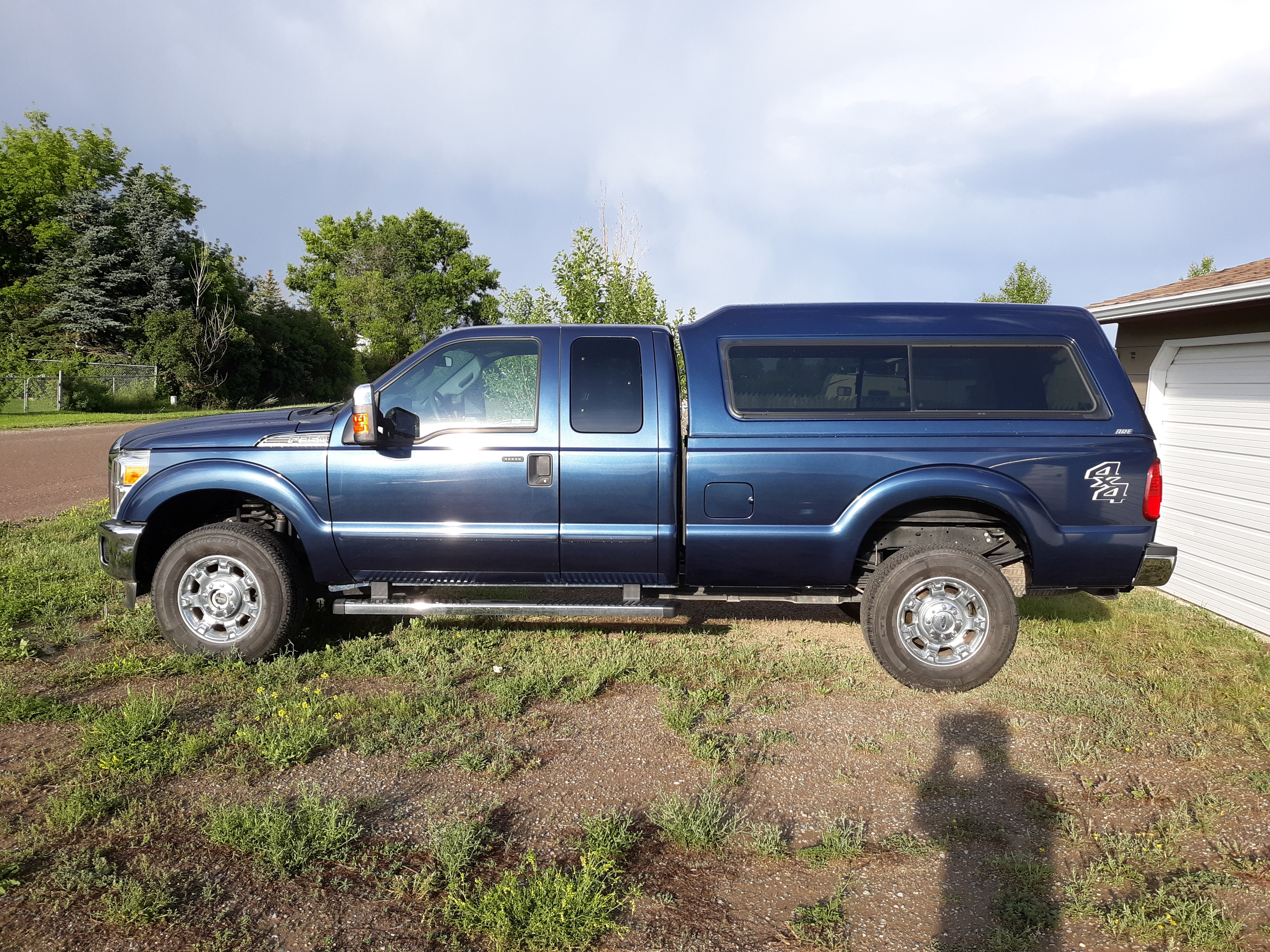 Ford F-350 2016 Under 19,000 MILES!! image 1
