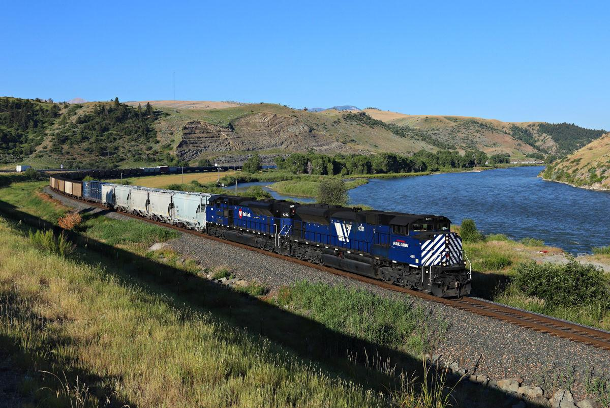 An MRL train heads eastbound along the Yellowstone River in July 2017