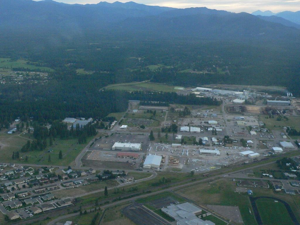 Governor to Weyerhaeuser CEO: Keep timberlands free and open