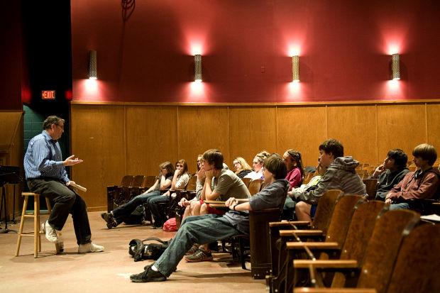 Fobbit author David Abrams speaks at CHS