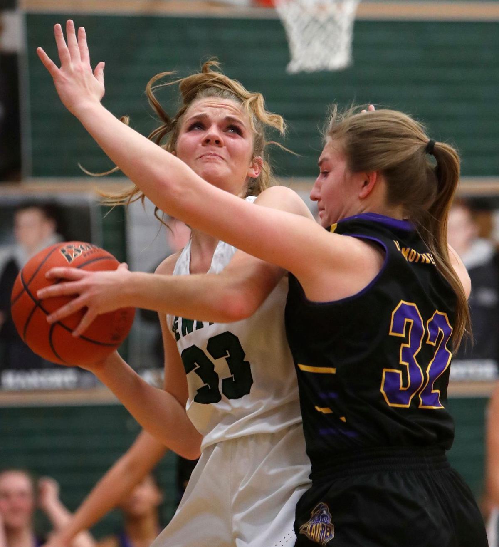 Laurel hangs on to beat Billings Central, 39-37