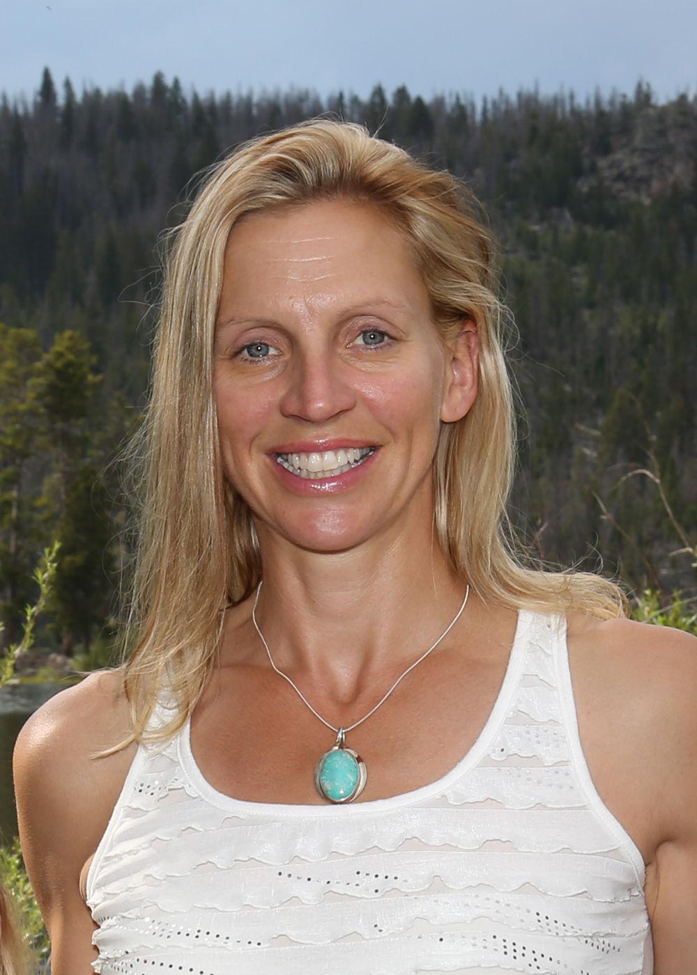 Beth R. Shumate