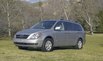 Hyundai Entourage Minivan Pricey But Has Some Thoughtful Touches