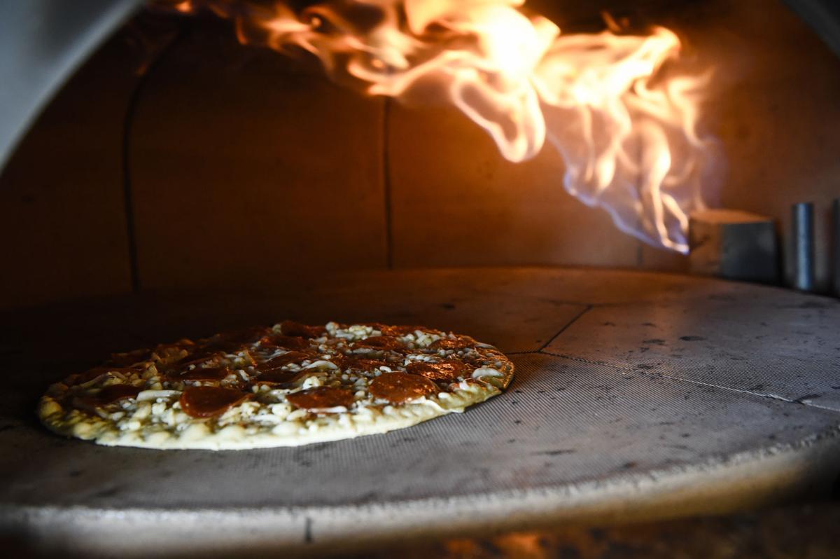 040717-ir-nws-biz-pizza-1.JPG