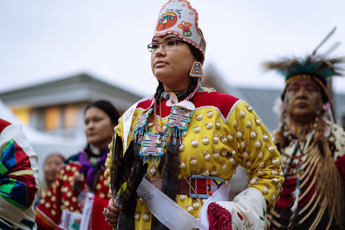 Apsáalooke Women and Warriors