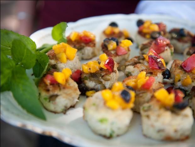 Crab cakes with mango garnish