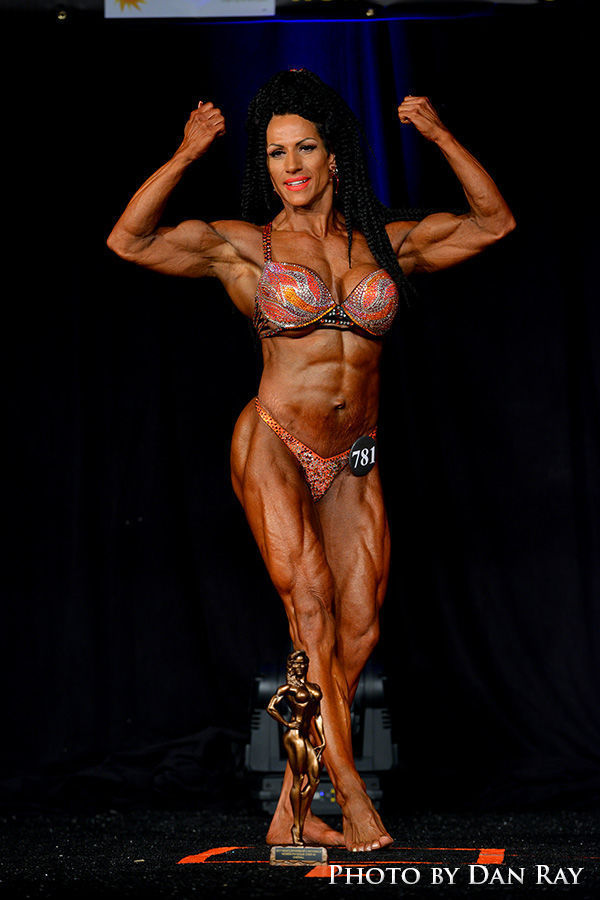 Helena's Simmons earns IFBB pro body building card
