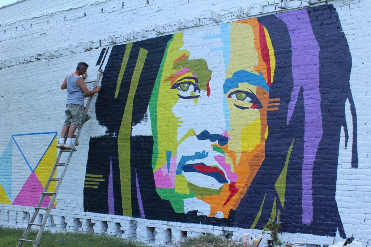 082216-dec-loc-mural1