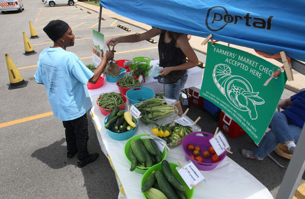 Health department farmers market produces fresh choices