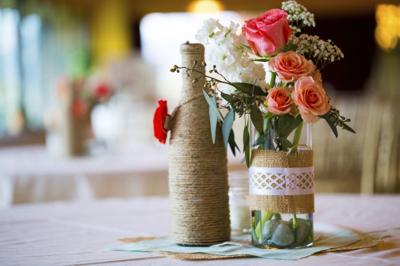 Wedding Garage Sale.Brides To Be Snag Bargains At Wedding Garage Sale Bridal Herald