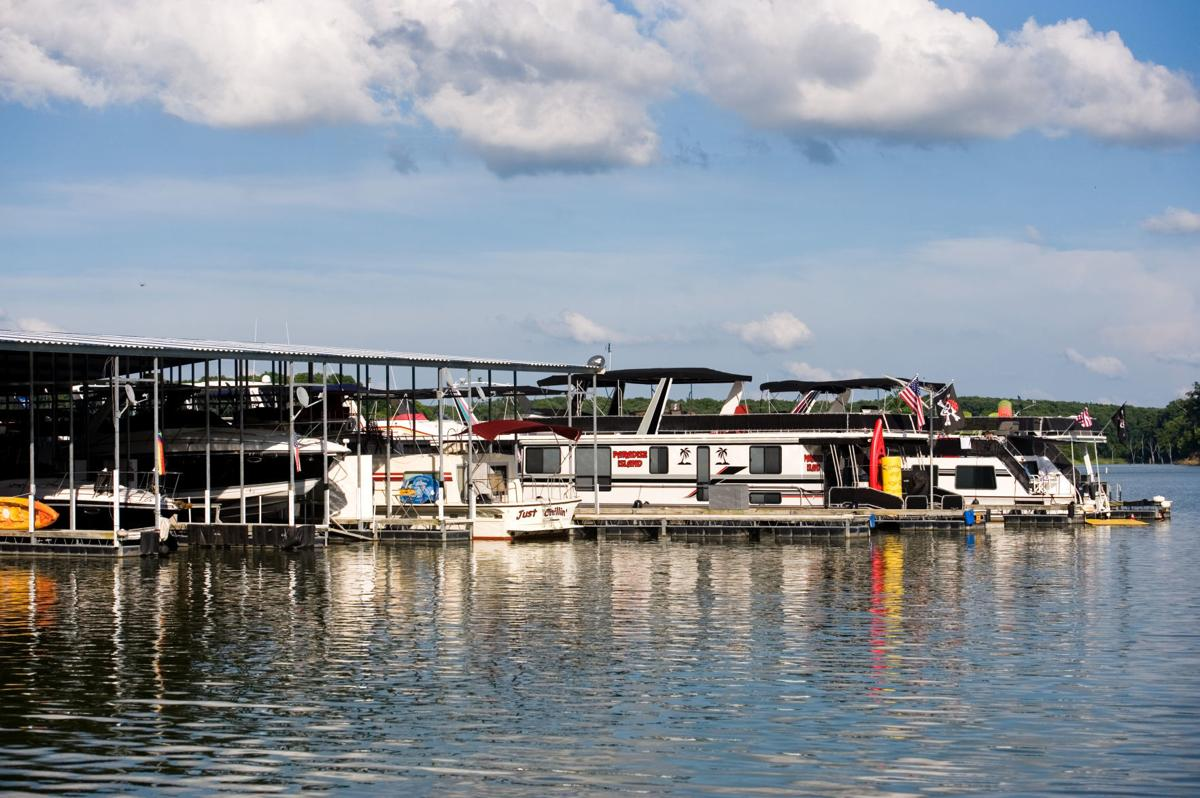 Everyone knows everyone\': Houseboaters find community away from home ...