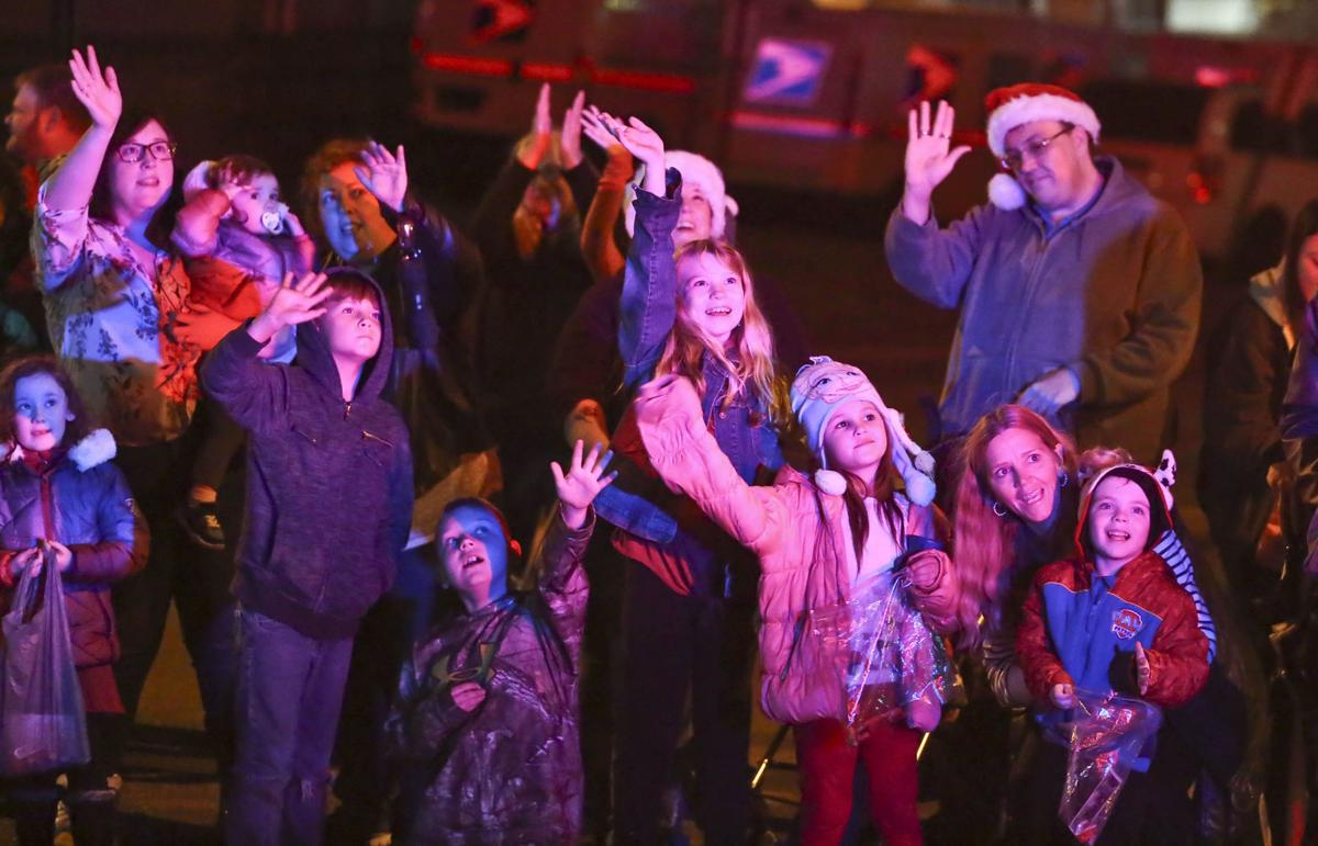 Decatur Christmas Parade 2019 Decatur Christmas parade steps off despite storm threat | Local