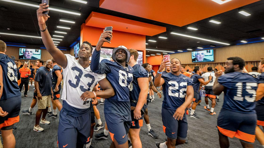 84d936c6 How the Illinois football team got introduced to its new $79.2 ...