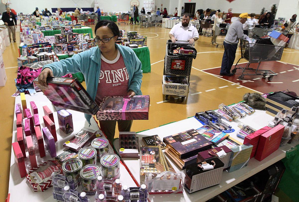 Toys For Tots Volunteer : Toys for tots salvation army provide thousands of