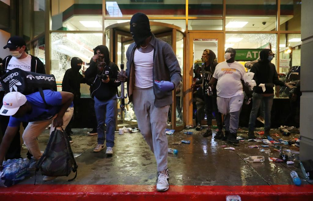 Watch Now How The Weekend Unfolded Timeline Of Chicago Protests Looting And Unrest State And Regional Herald Review Com