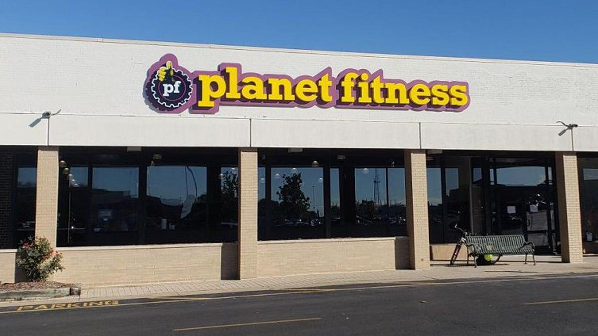 Decatur Planet Fitness Opens In Brettwood Village Business Herald Review Com