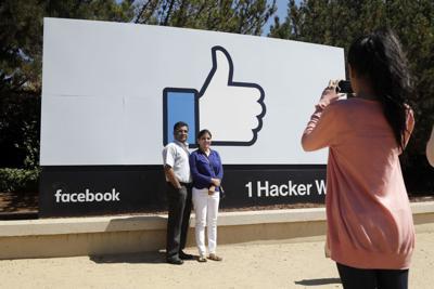 Earns Facebook