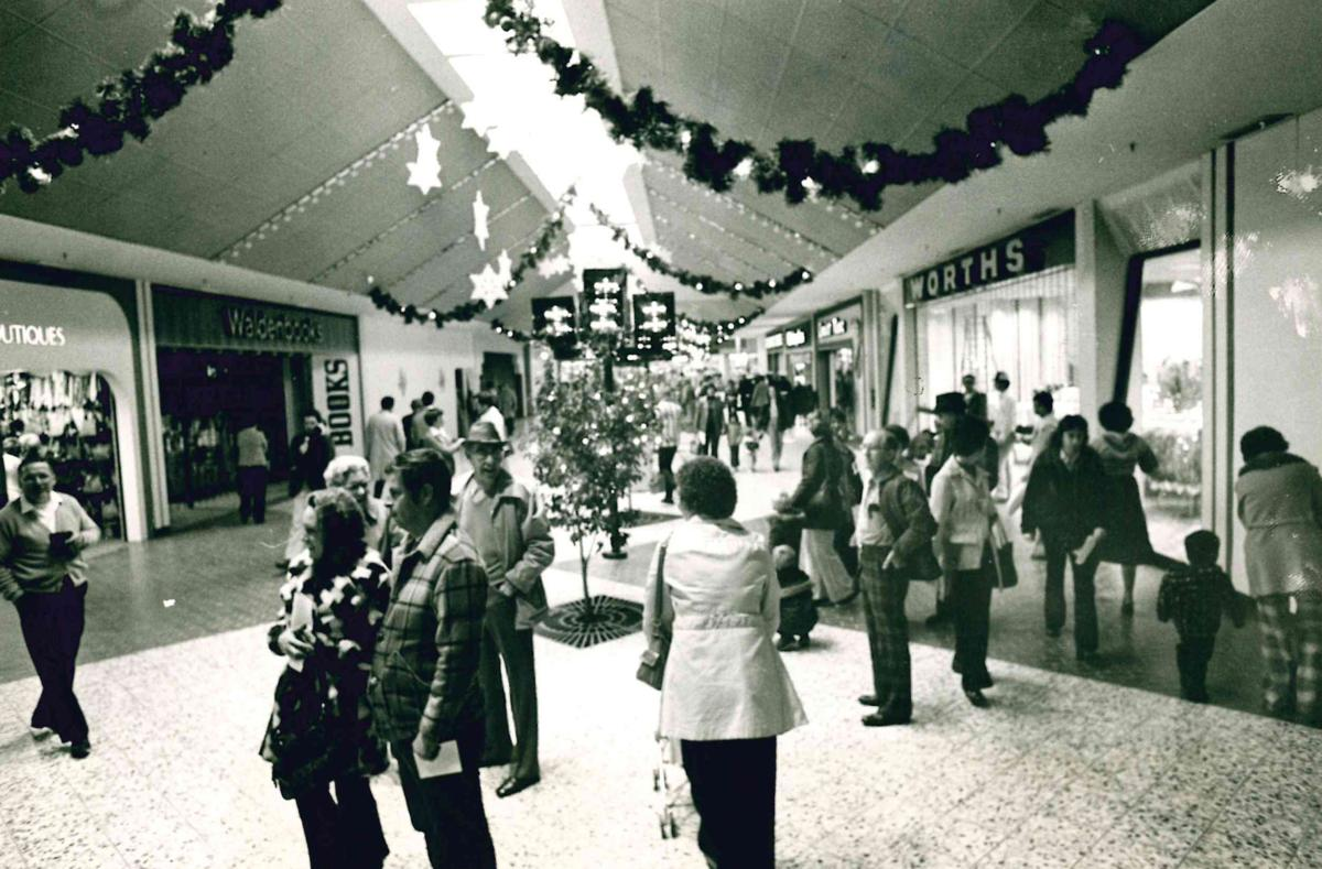 Decatur Il Mall >> Remember This 28 Photos Of Hickory Point Mall From Our