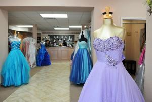 Prom dresses getting second leases on life - Herald-Zeitung Online ...