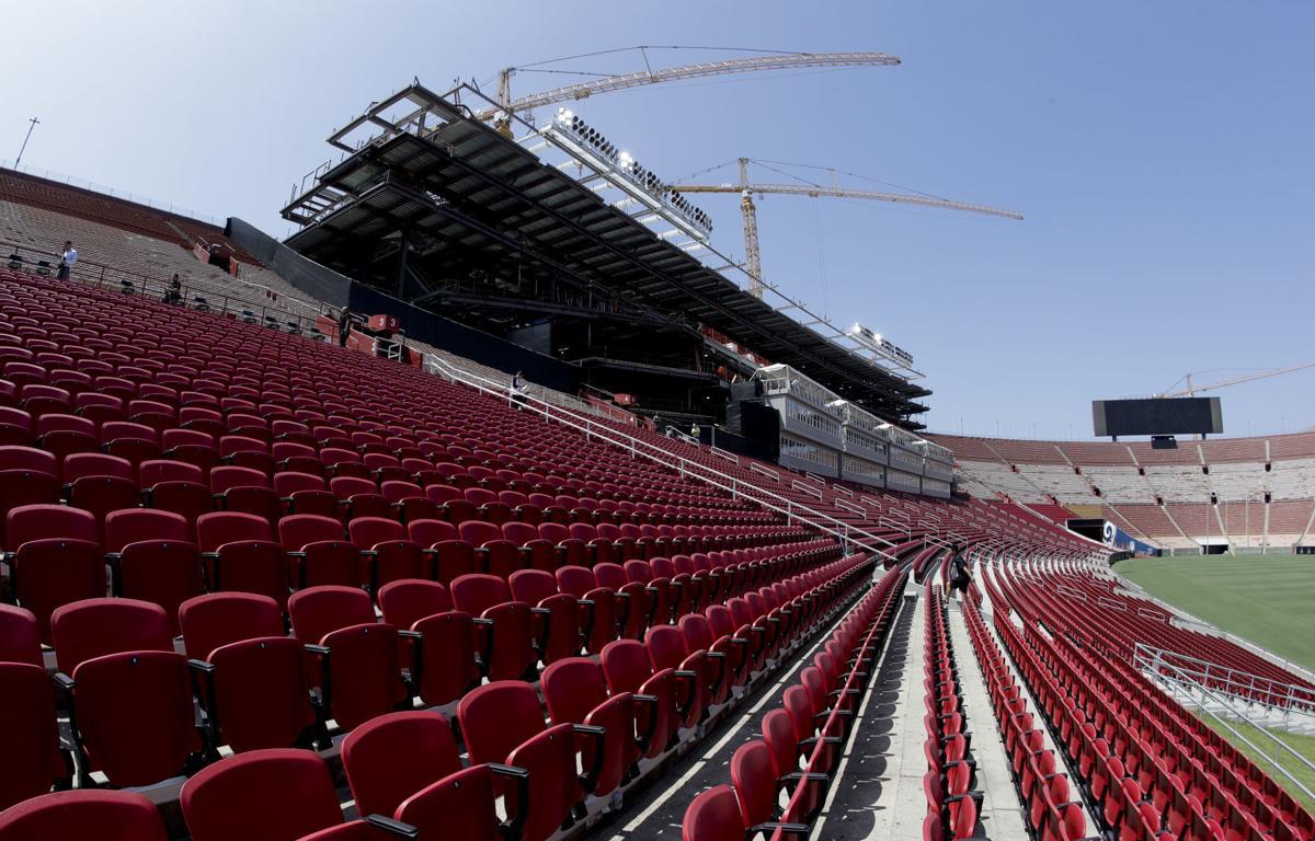 Coliseum eager to host trojans rams amid renovation for Garage stadium ozoir la ferriere