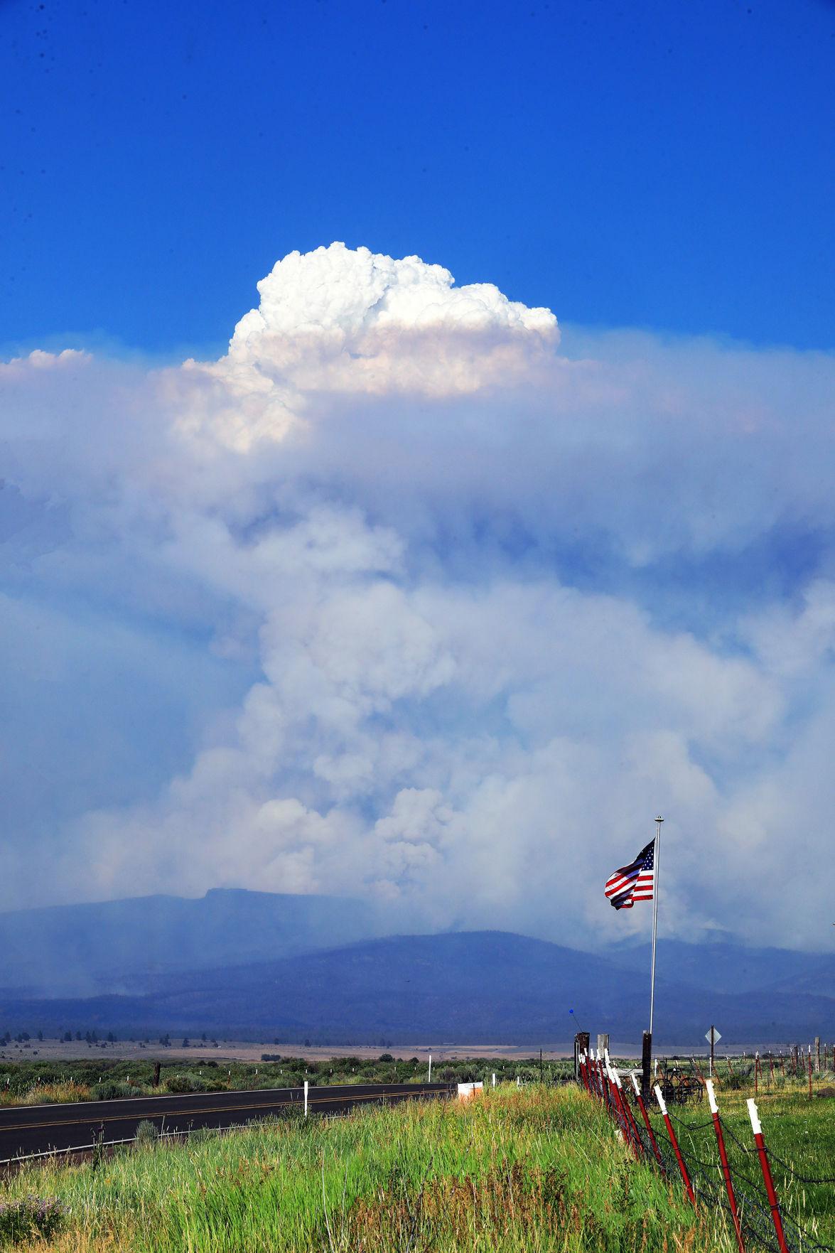 Bootleg Fire, clouds