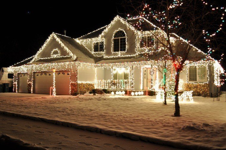 Holiday lights: Where to go to see the lights | Breaking