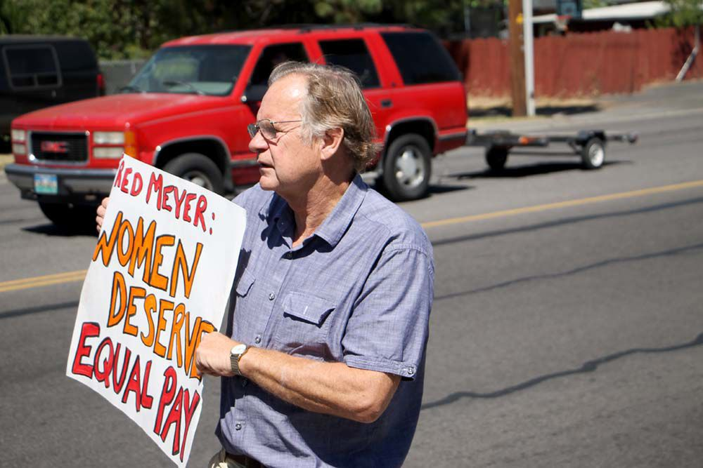 Rally at Fred Meyer puts focus on wage gap: Union advocates