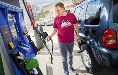 Gas Prices Oregon >> Oregon Gas Prices Take A 2 5 Cent Dip Local News