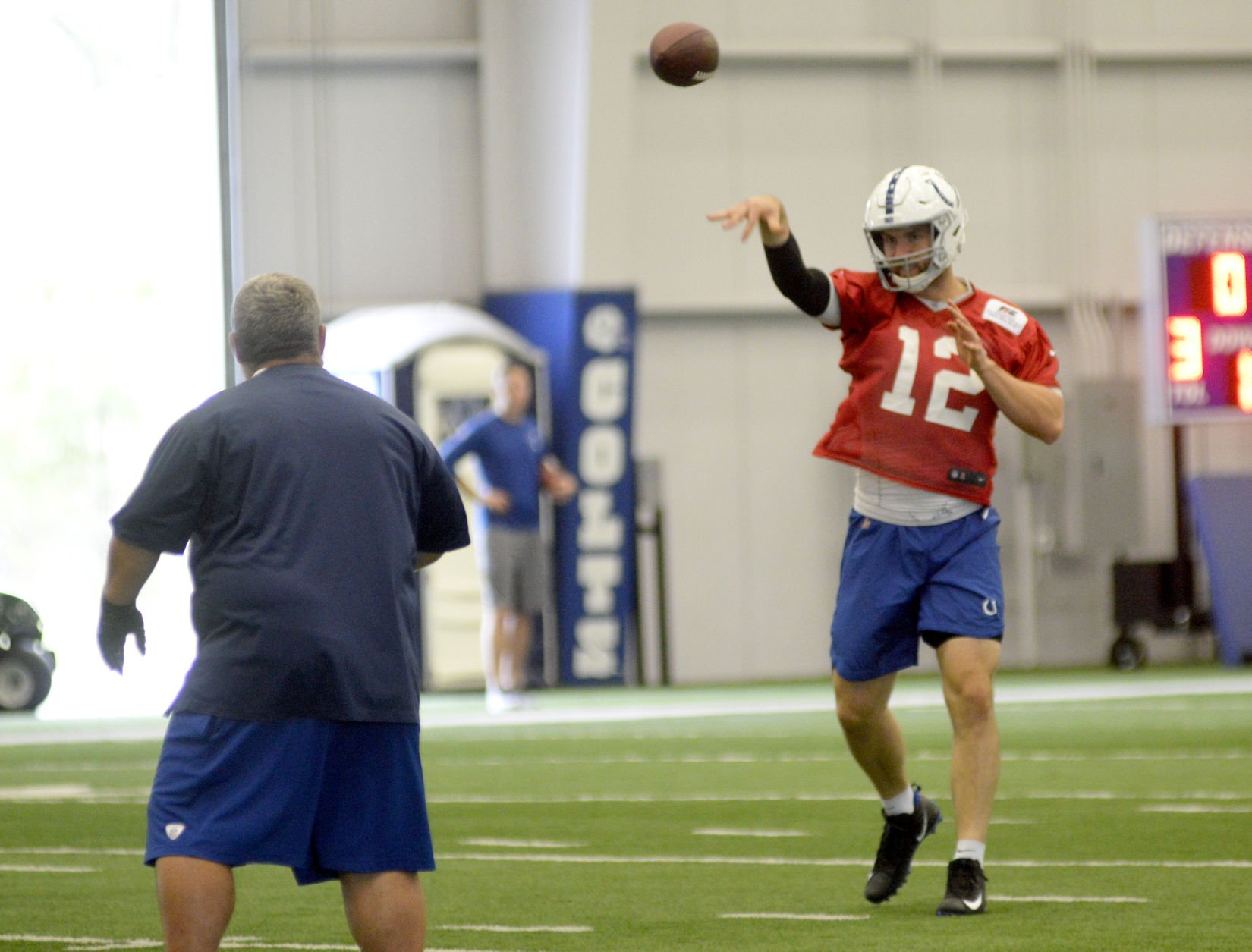 Colts QB Luck returns to practice