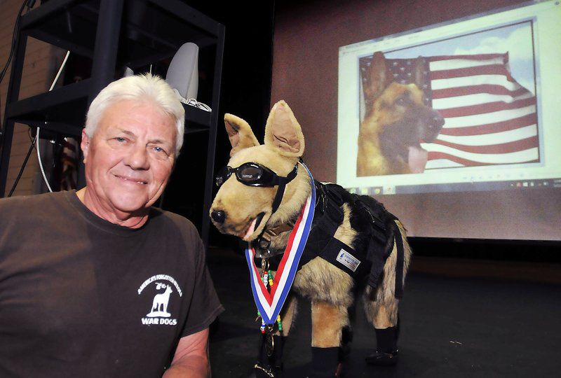 Kokomo man shares war dogs history with Anderson students