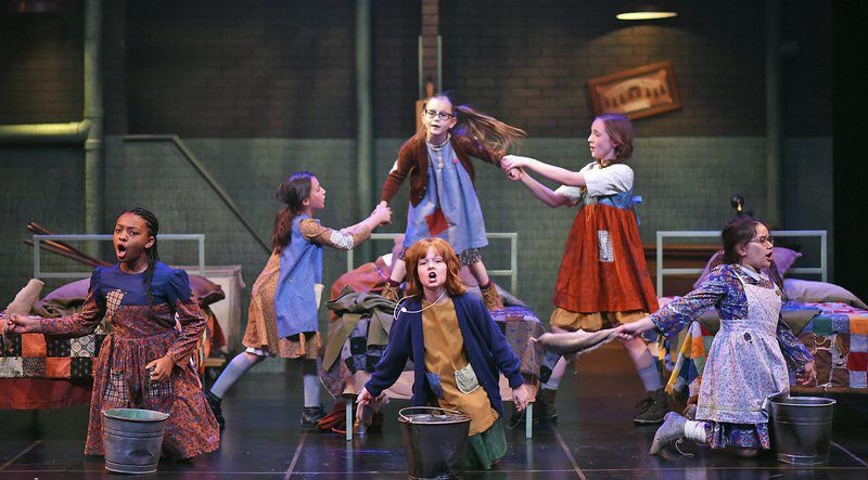 Leapin' Lizards! 'Annie' shines on stage