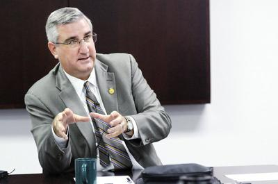 Governor unveils legislative agenda, but teacher salary