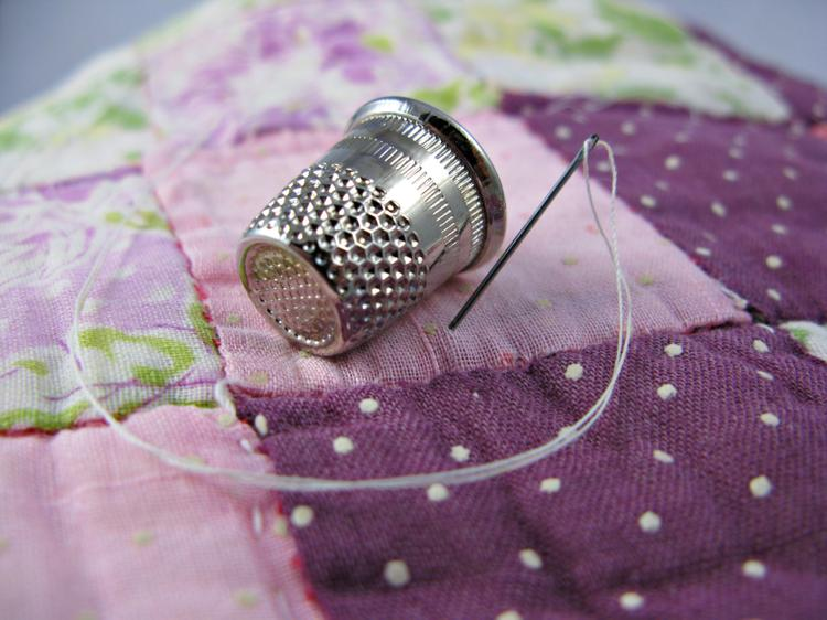 STK - Silver thimble, needle and quilt