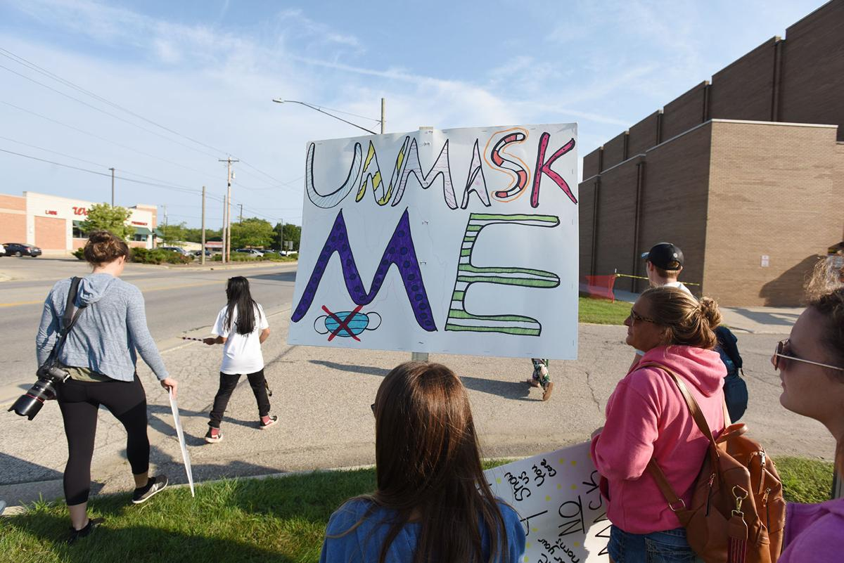 210908-HP-mask-protest2-photo.jpg
